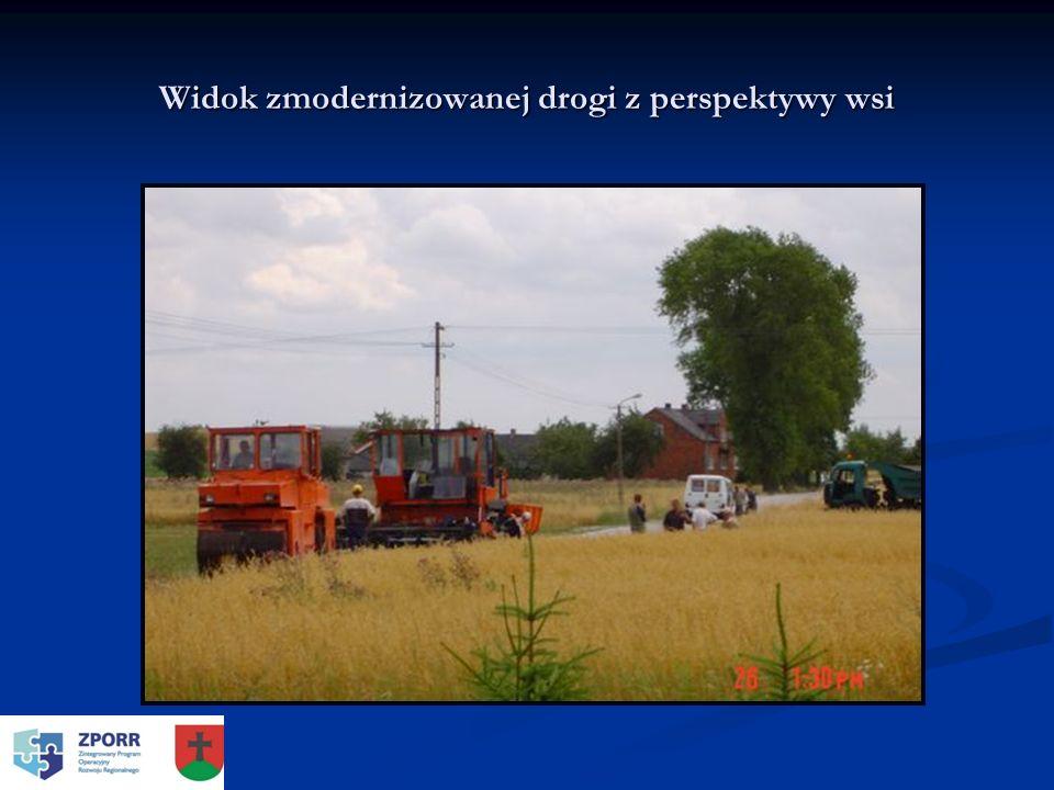 Widok zmodernizowanej drogi z perspektywy wsi
