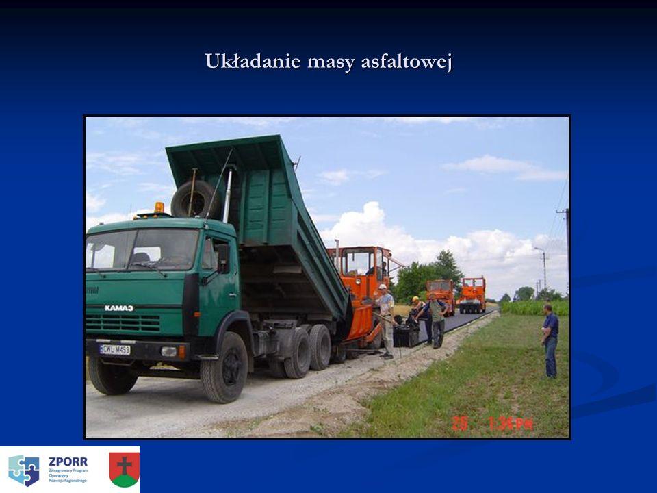 Układanie masy asfaltowej