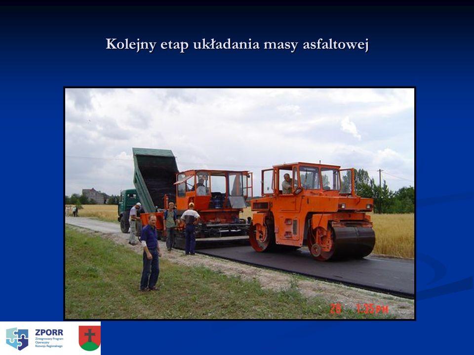 Kolejny etap układania masy asfaltowej