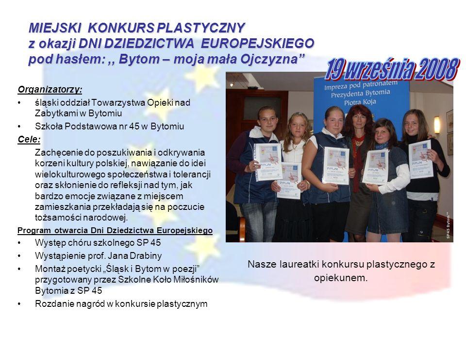 Nasze laureatki konkursu plastycznego z opiekunem.