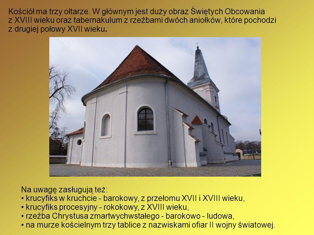 Kościół ma trzy ołtarze