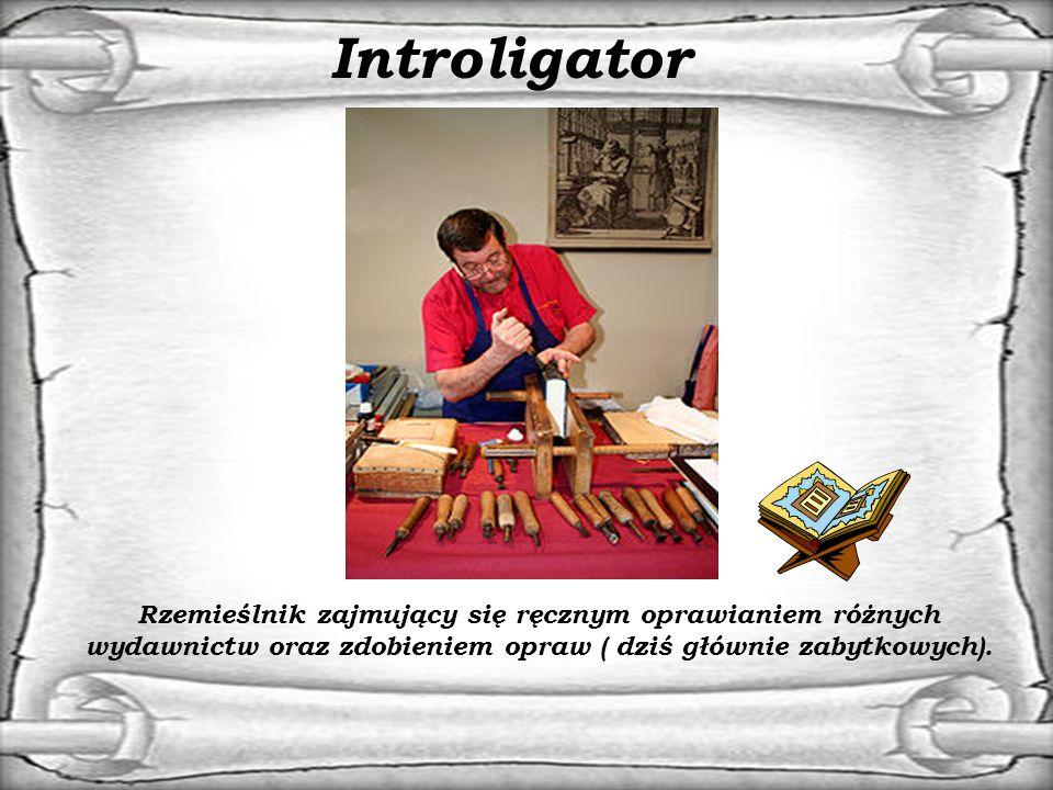 Introligator Rzemieślnik zajmujący się ręcznym oprawianiem różnych wydawnictw oraz zdobieniem opraw ( dziś głównie zabytkowych).