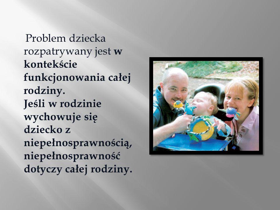 Problem dziecka rozpatrywany jest w kontekście funkcjonowania całej rodziny.