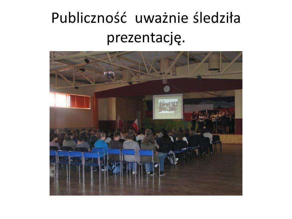 Publiczność uważnie śledziła prezentację.