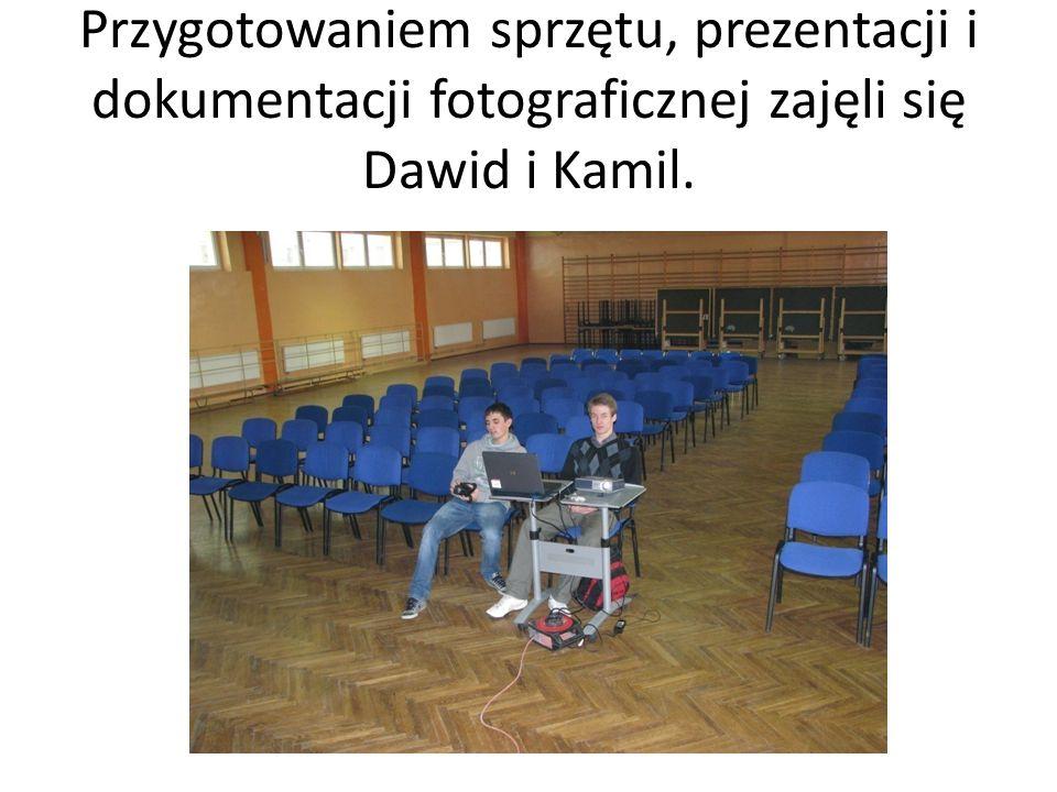 Przygotowaniem sprzętu, prezentacji i dokumentacji fotograficznej zajęli się Dawid i Kamil.