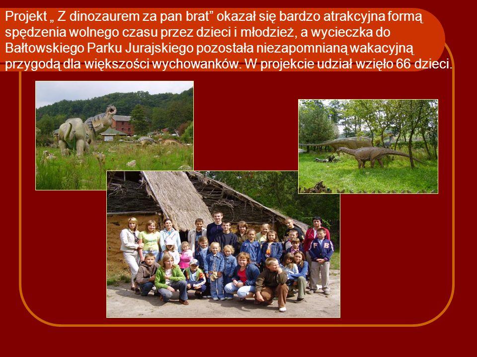 """Projekt """" Z dinozaurem za pan brat okazał się bardzo atrakcyjna formą spędzenia wolnego czasu przez dzieci i młodzież, a wycieczka do Bałtowskiego Parku Jurajskiego pozostała niezapomnianą wakacyjną przygodą dla większości wychowanków."""