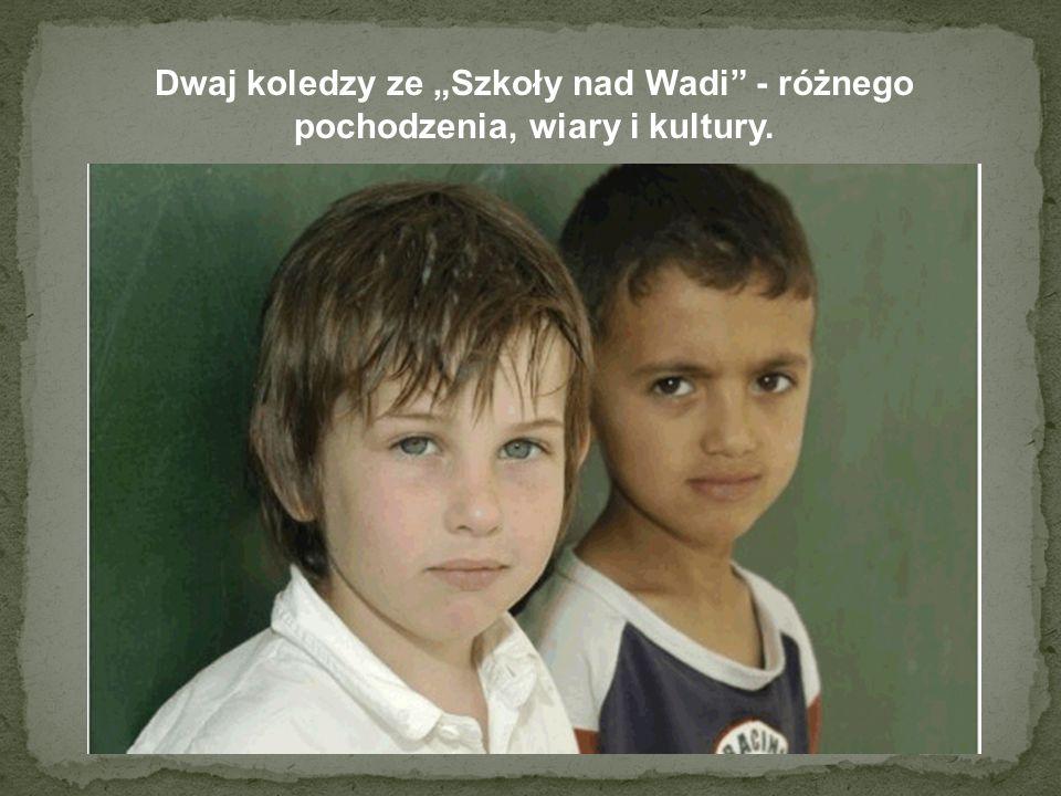 """Dwaj koledzy ze """"Szkoły nad Wadi - różnego pochodzenia, wiary i kultury."""