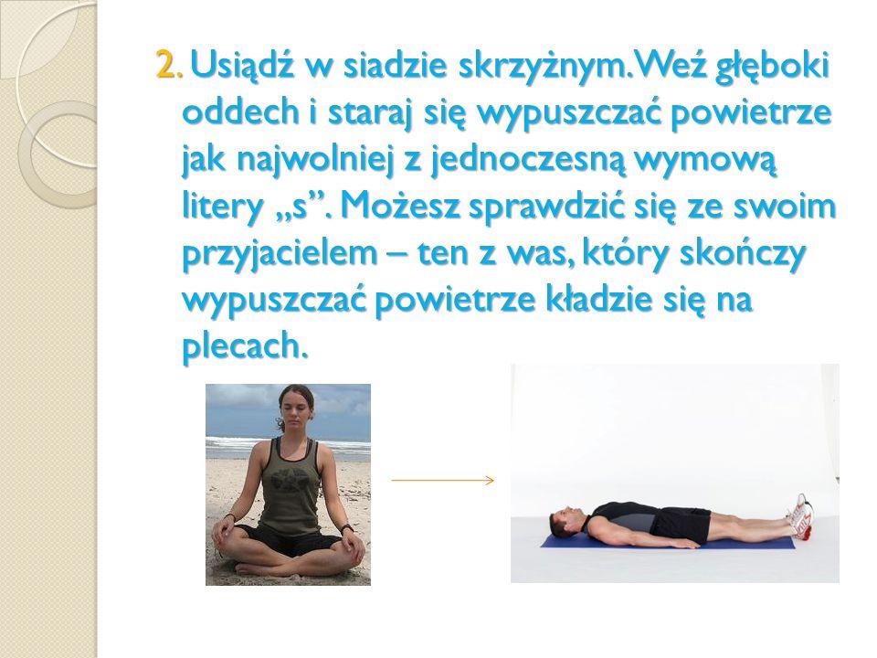 2. Usiądź w siadzie skrzyżnym