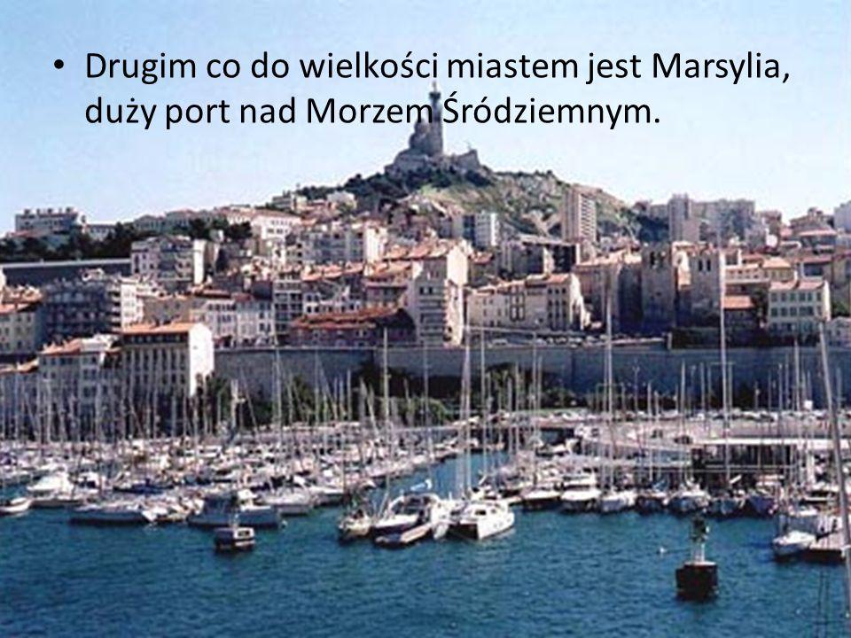 Drugim co do wielkości miastem jest Marsylia, duży port nad Morzem Śródziemnym.