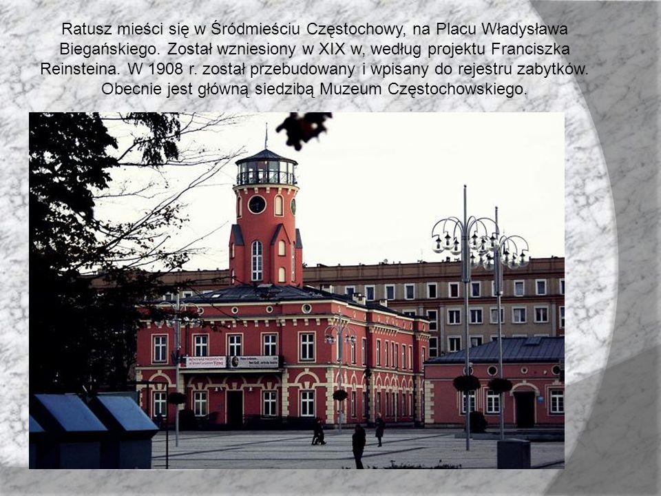 Ratusz mieści się w Śródmieściu Częstochowy, na Placu Władysława Biegańskiego.