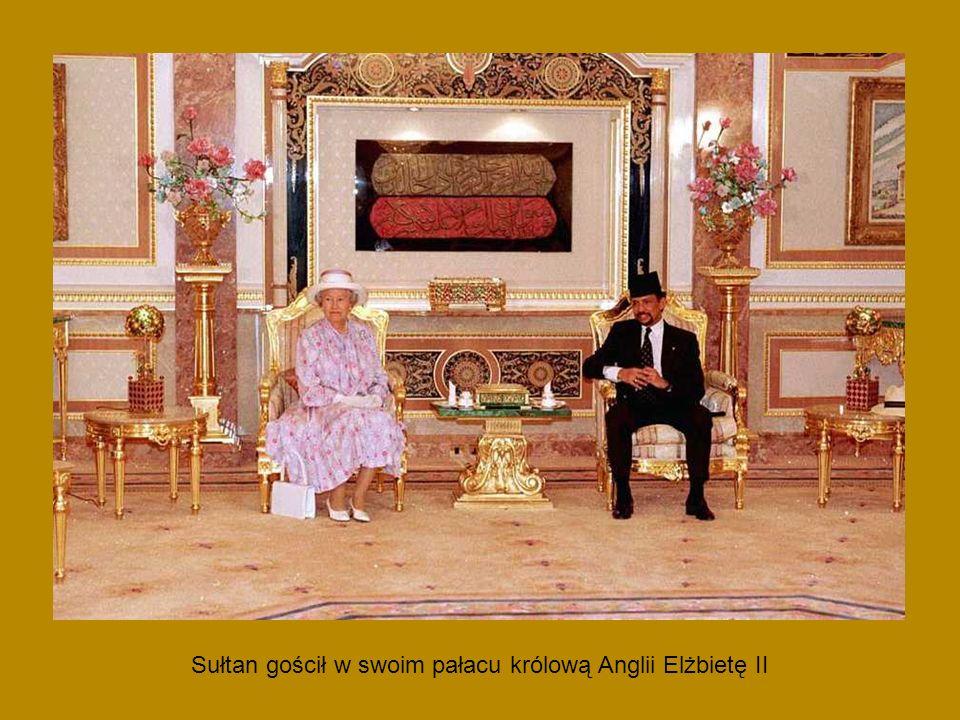 Sułtan gościł w swoim pałacu królową Anglii Elżbietę II