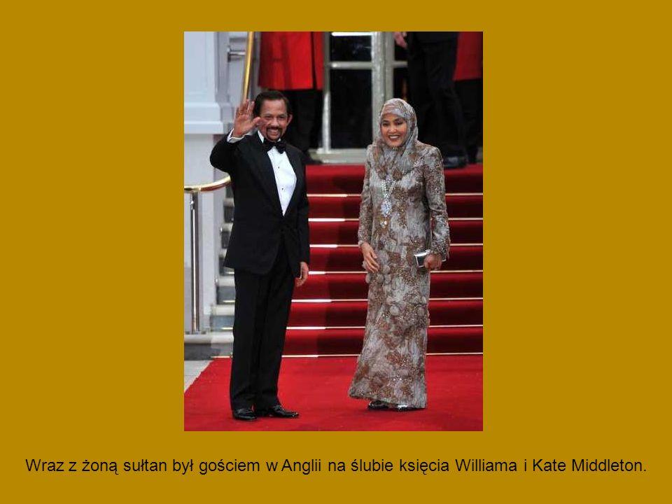Wraz z żoną sułtan był gościem w Anglii na ślubie księcia Williama i Kate Middleton.