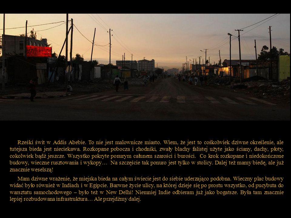 Rześki świt w Addis Abebie. To nie jest malownicze miasto