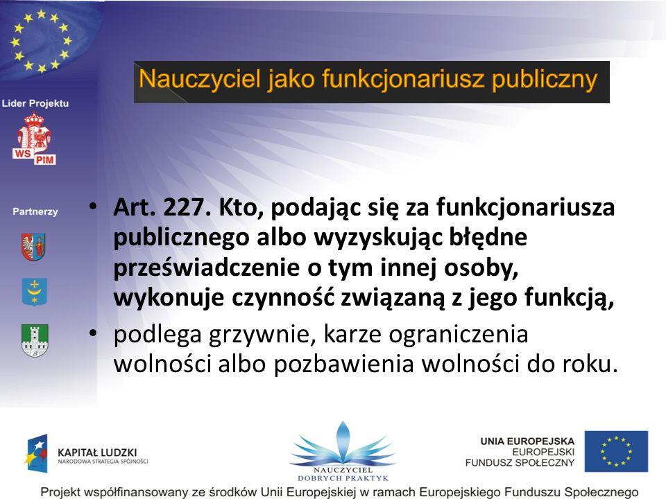 Art. 227. Kto, podając się za funkcjonariusza publicznego albo wyzyskując błędne przeświadczenie o tym innej osoby, wykonuje czynność związaną z jego funkcją,