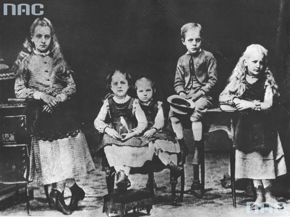 …Skłodowska-Curie z rodzeństwem…