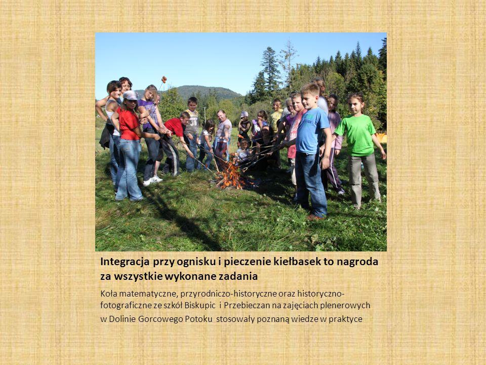 Integracja przy ognisku i pieczenie kiełbasek to nagroda za wszystkie wykonane zadania
