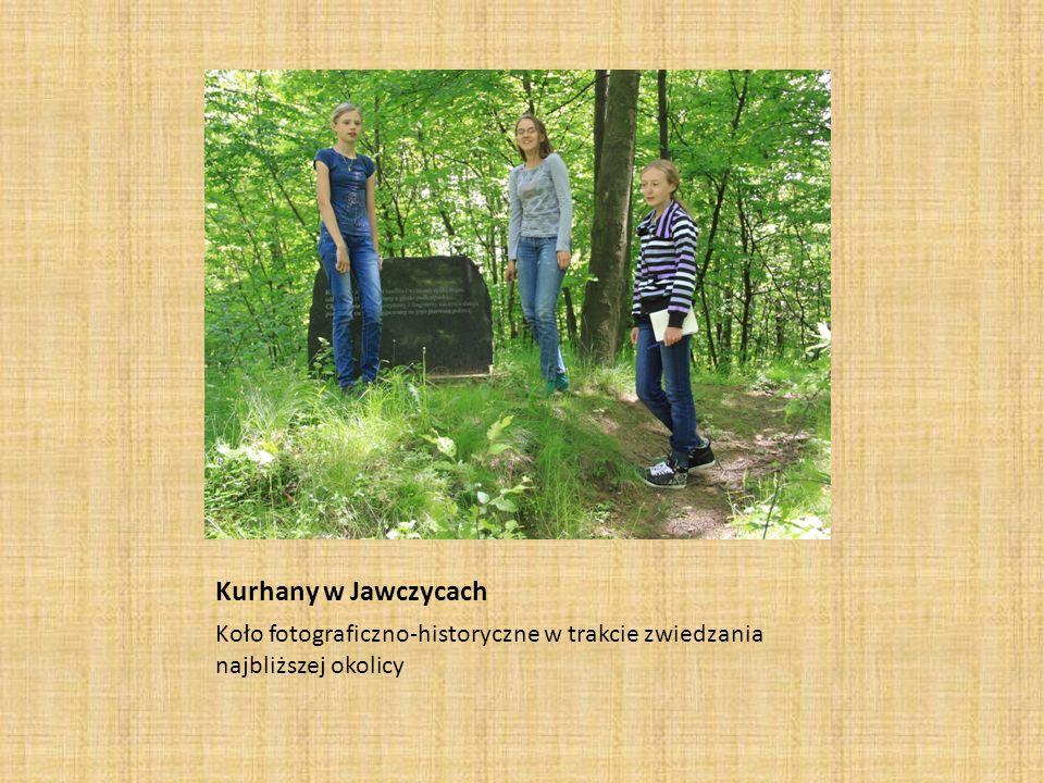 Kurhany w Jawczycach Koło fotograficzno-historyczne w trakcie zwiedzania najbliższej okolicy