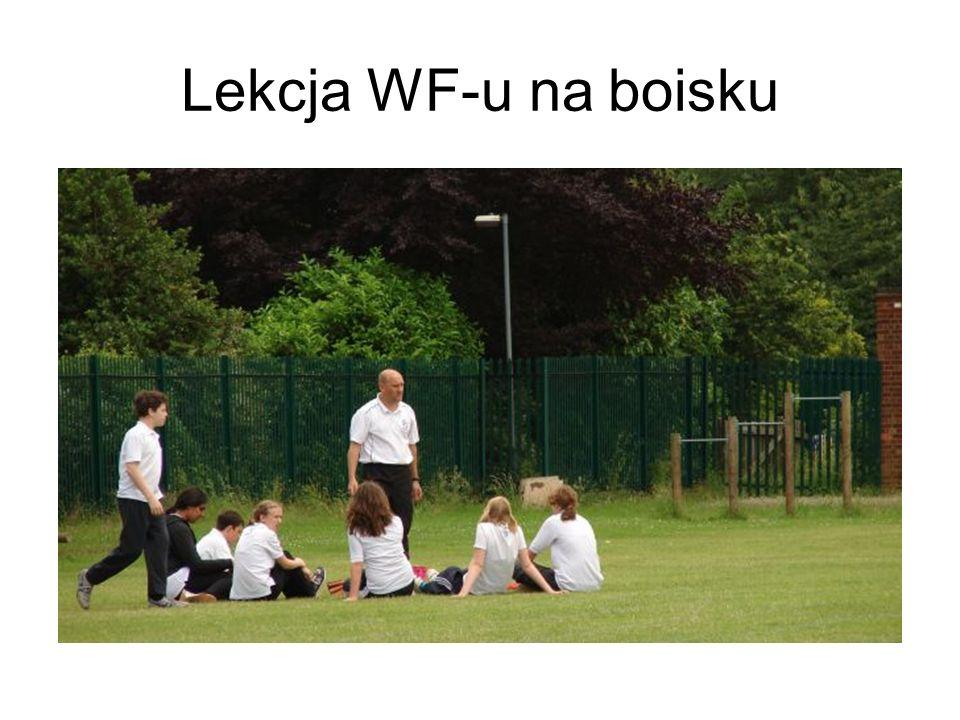Lekcja WF-u na boisku