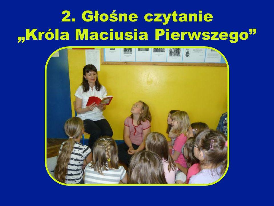 """2. Głośne czytanie """"Króla Maciusia Pierwszego"""