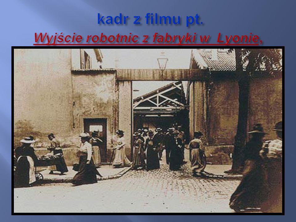 kadr z filmu pt. Wyjście robotnic z fabryki w Lyonie,