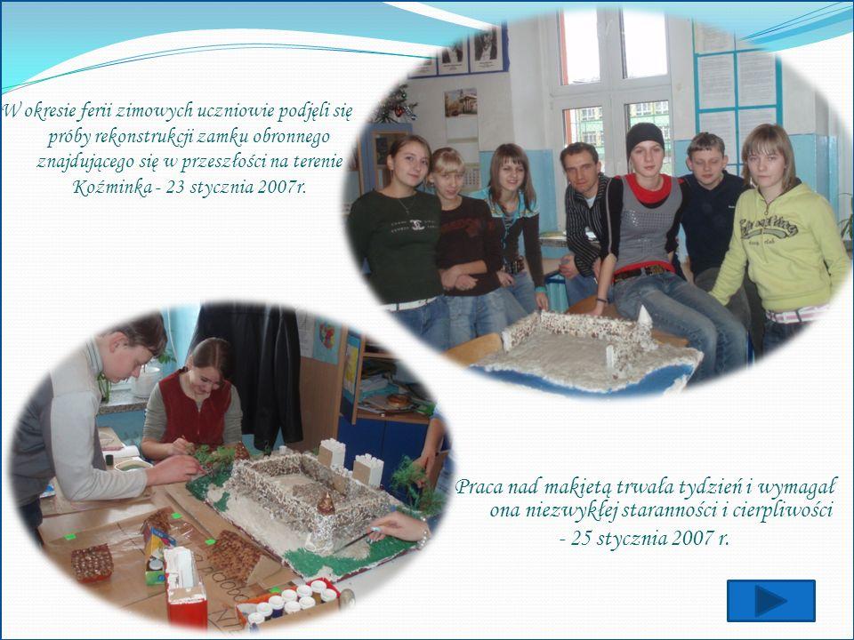 W okresie ferii zimowych uczniowie podjęli się próby rekonstrukcji zamku obronnego znajdującego się w przeszłości na terenie Koźminka - 23 stycznia 2007r.