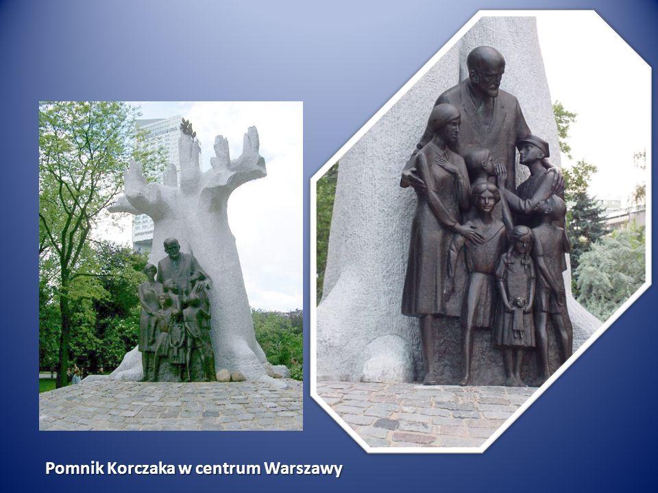 Pomnik Korczaka w centrum Warszawy