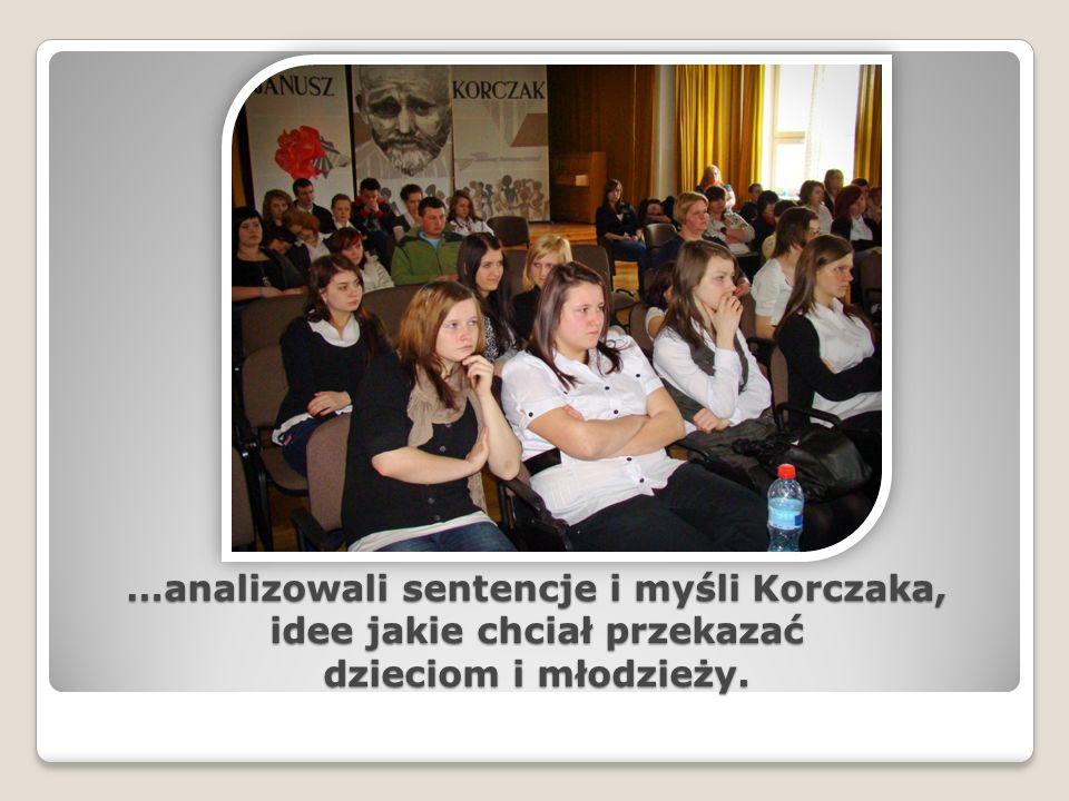 …analizowali sentencje i myśli Korczaka, idee jakie chciał przekazać dzieciom i młodzieży.