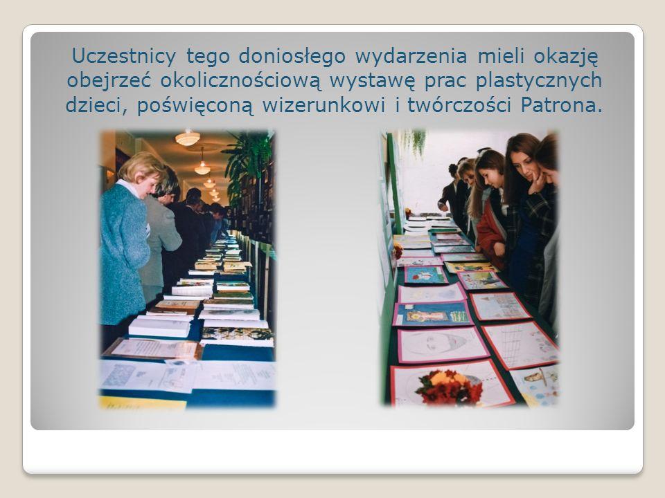 Uczestnicy tego doniosłego wydarzenia mieli okazję obejrzeć okolicznościową wystawę prac plastycznych dzieci, poświęconą wizerunkowi i twórczości Patrona.