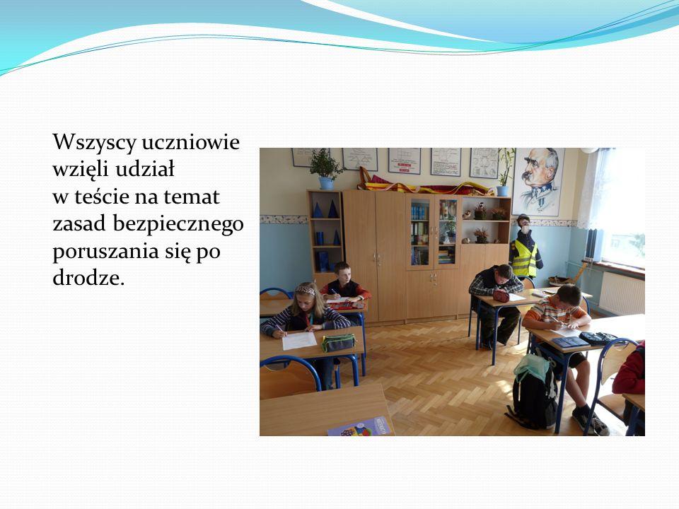 Wszyscy uczniowie wzięli udział w teście na temat zasad bezpiecznego poruszania się po drodze.