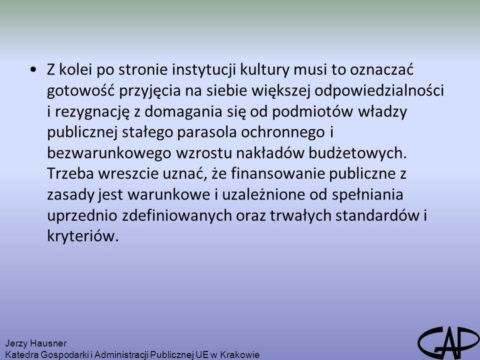 Z kolei po stronie instytucji kultury musi to oznaczać gotowość przyjęcia na siebie większej odpowiedzialności i rezygnację z domagania się od podmiotów władzy publicznej stałego parasola ochronnego i bezwarunkowego wzrostu nakładów budżetowych. Trzeba wreszcie uznać, że finansowanie publiczne z zasady jest warunkowe i uzależnione od spełniania uprzednio zdefiniowanych oraz trwałych standardów i kryteriów.