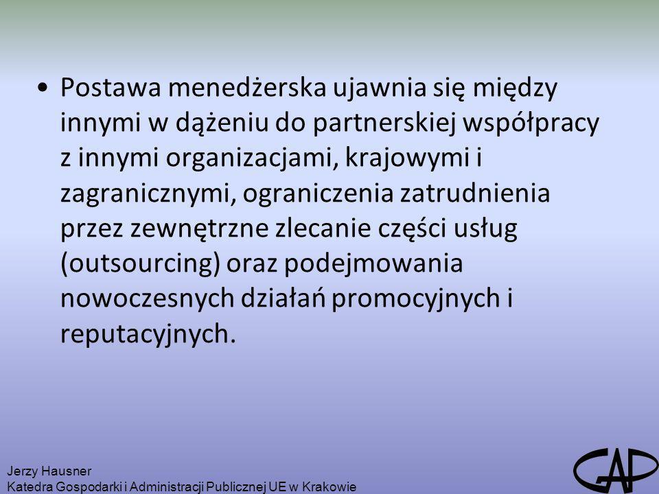Postawa menedżerska ujawnia się między innymi w dążeniu do partnerskiej współpracy z innymi organizacjami, krajowymi i zagranicznymi, ograniczenia zatrudnienia przez zewnętrzne zlecanie części usług (outsourcing) oraz podejmowania nowoczesnych działań promocyjnych i reputacyjnych.