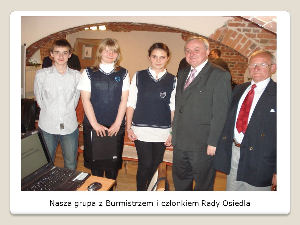 Nasza grupa z Burmistrzem i członkiem Rady Osiedla