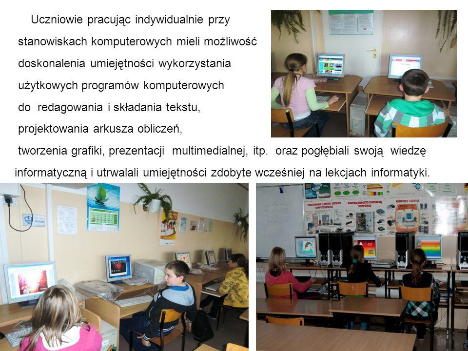 Uczniowie pracując indywidualnie przy
