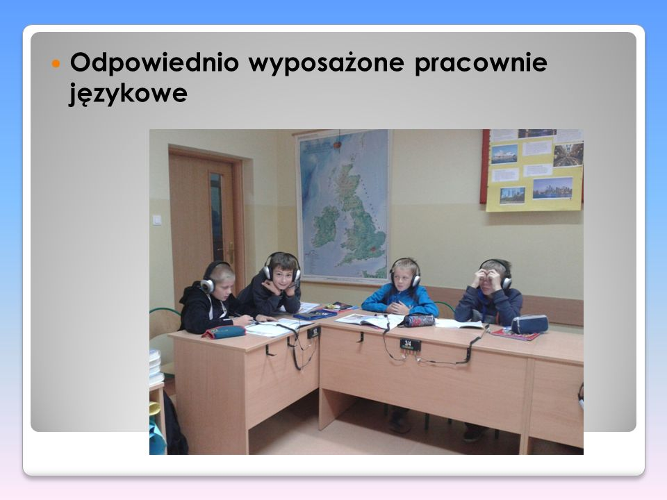 Odpowiednio wyposażone pracownie językowe