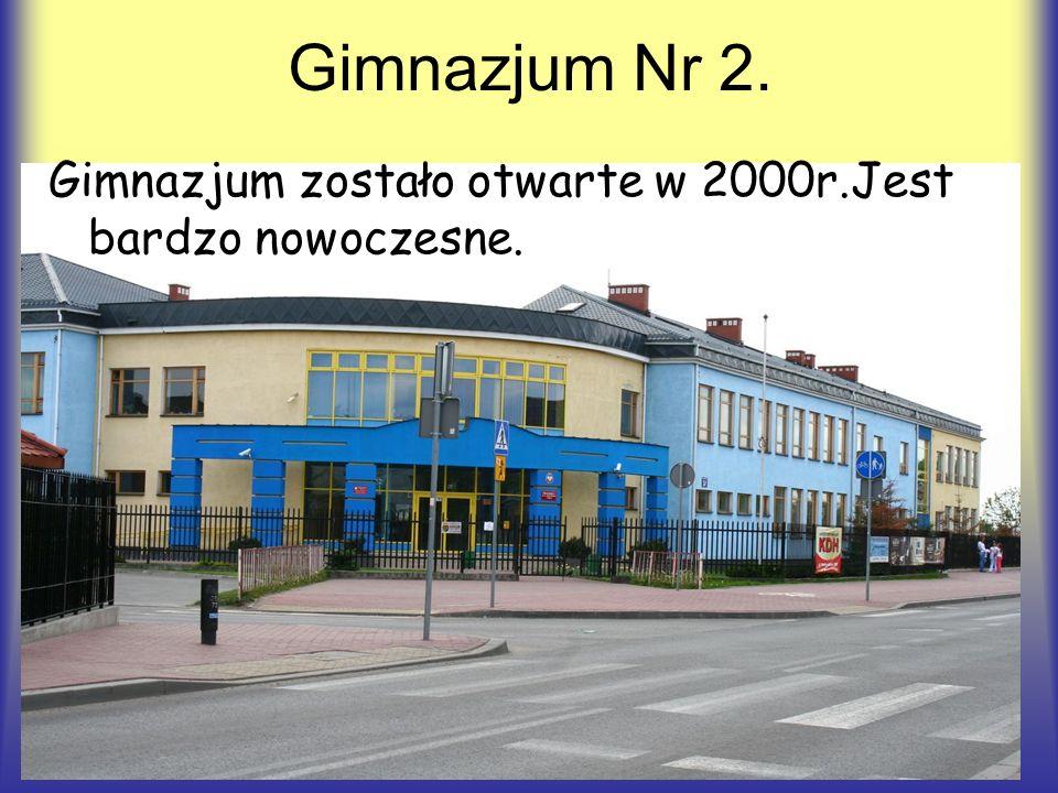 Gimnazjum Nr 2. Gimnazjum zostało otwarte w 2000r.Jest bardzo nowoczesne.