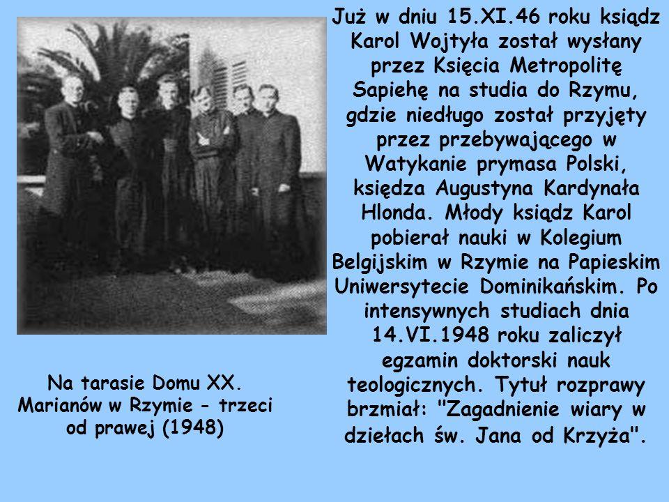 Na tarasie Domu XX. Marianów w Rzymie - trzeci od prawej (1948)