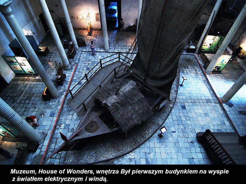 Muzeum, House of Wonders, wnętrza Był pierwszym budynkiem na wyspie