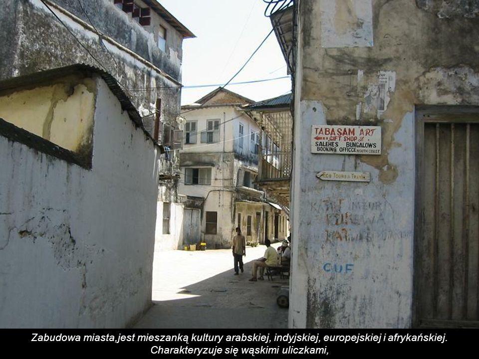 Zabudowa miasta,jest mieszanką kultury arabskiej, indyjskiej, europejskiej i afrykańskiej.