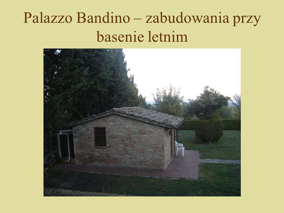 Palazzo Bandino – zabudowania przy basenie letnim