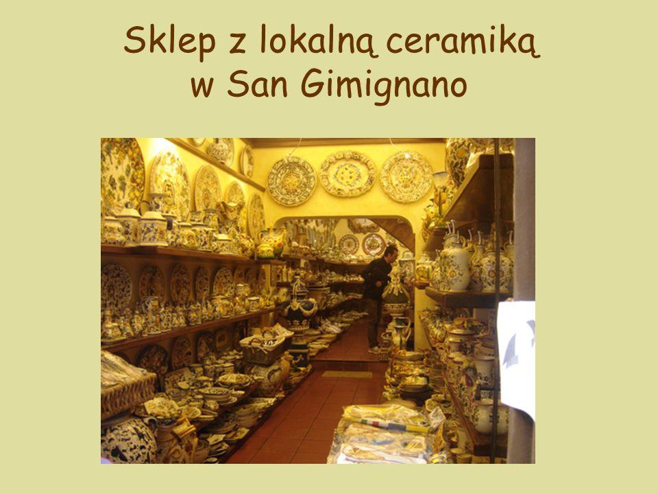 Sklep z lokalną ceramiką w San Gimignano