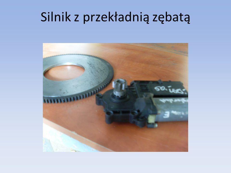 Silnik z przekładnią zębatą