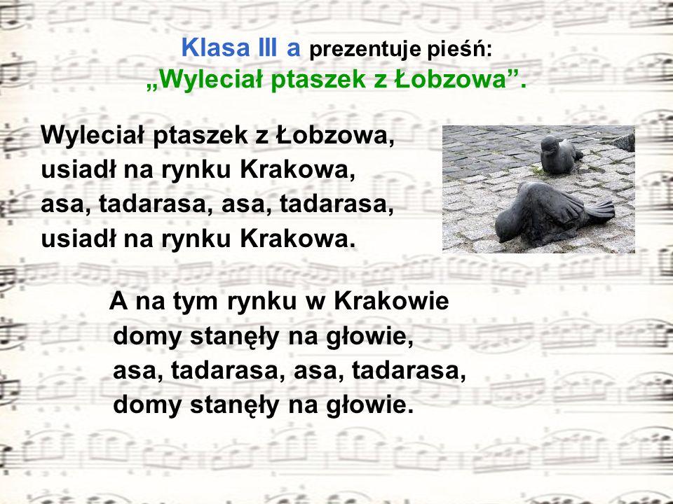 """Klasa III a prezentuje pieśń: """"Wyleciał ptaszek z Łobzowa ."""