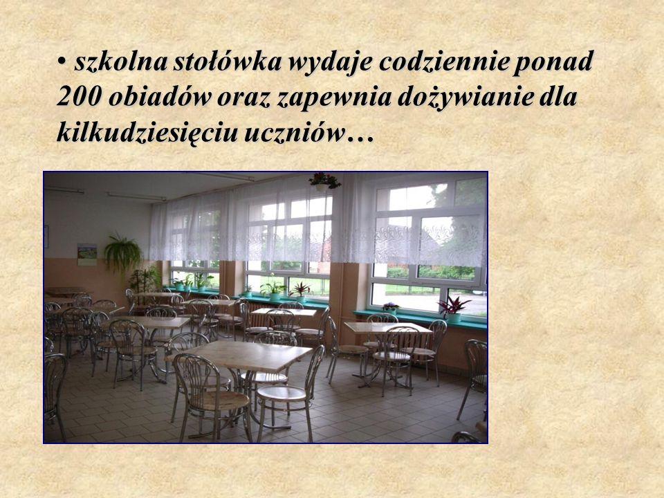 szkolna stołówka wydaje codziennie ponad 200 obiadów oraz zapewnia dożywianie dla kilkudziesięciu uczniów…