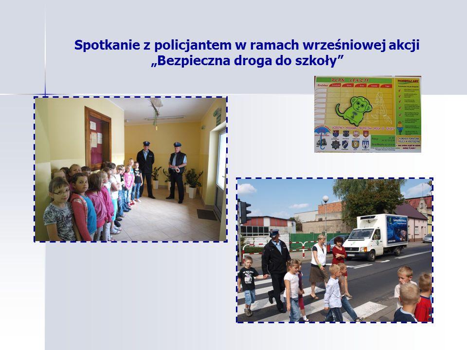 """Spotkanie z policjantem w ramach wrześniowej akcji """"Bezpieczna droga do szkoły"""