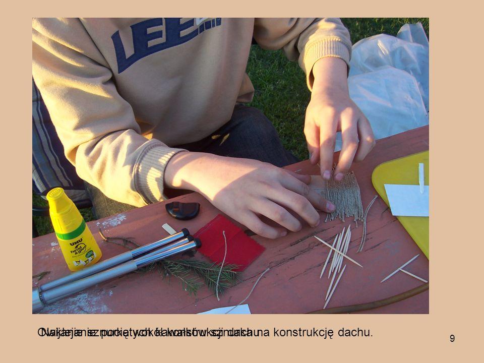 Owijanie sznurka wokół konstrukcji dachu