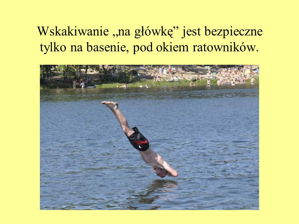 """Wskakiwanie """"na główkę jest bezpieczne tylko na basenie, pod okiem ratowników."""