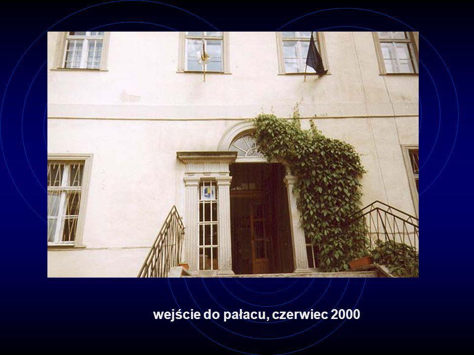 wejście do pałacu, czerwiec 2000