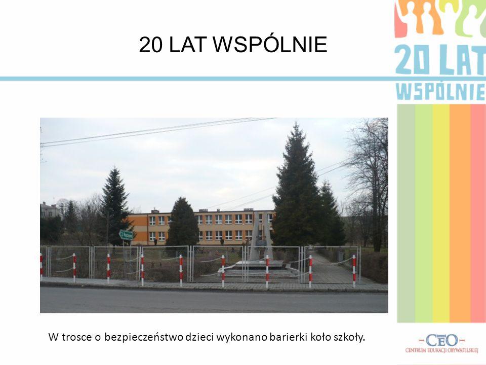 W trosce o bezpieczeństwo dzieci wykonano barierki koło szkoły.