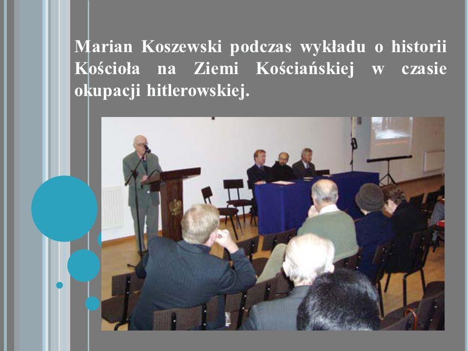 Marian Koszewski podczas wykładu o historii Kościoła na Ziemi Kościańskiej w czasie okupacji hitlerowskiej.