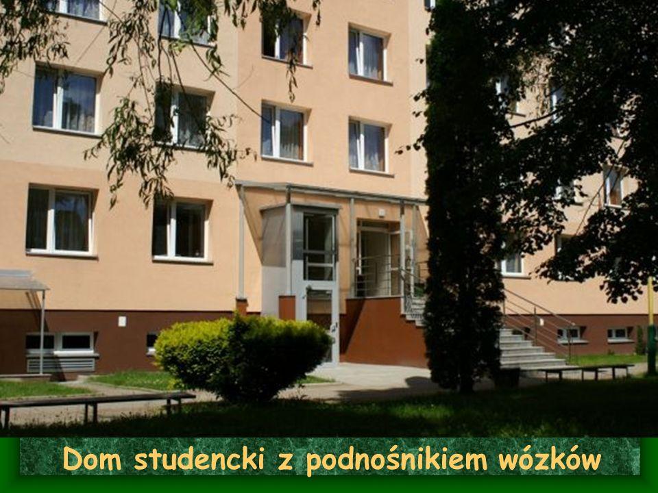 Dom studencki z podnośnikiem wózków